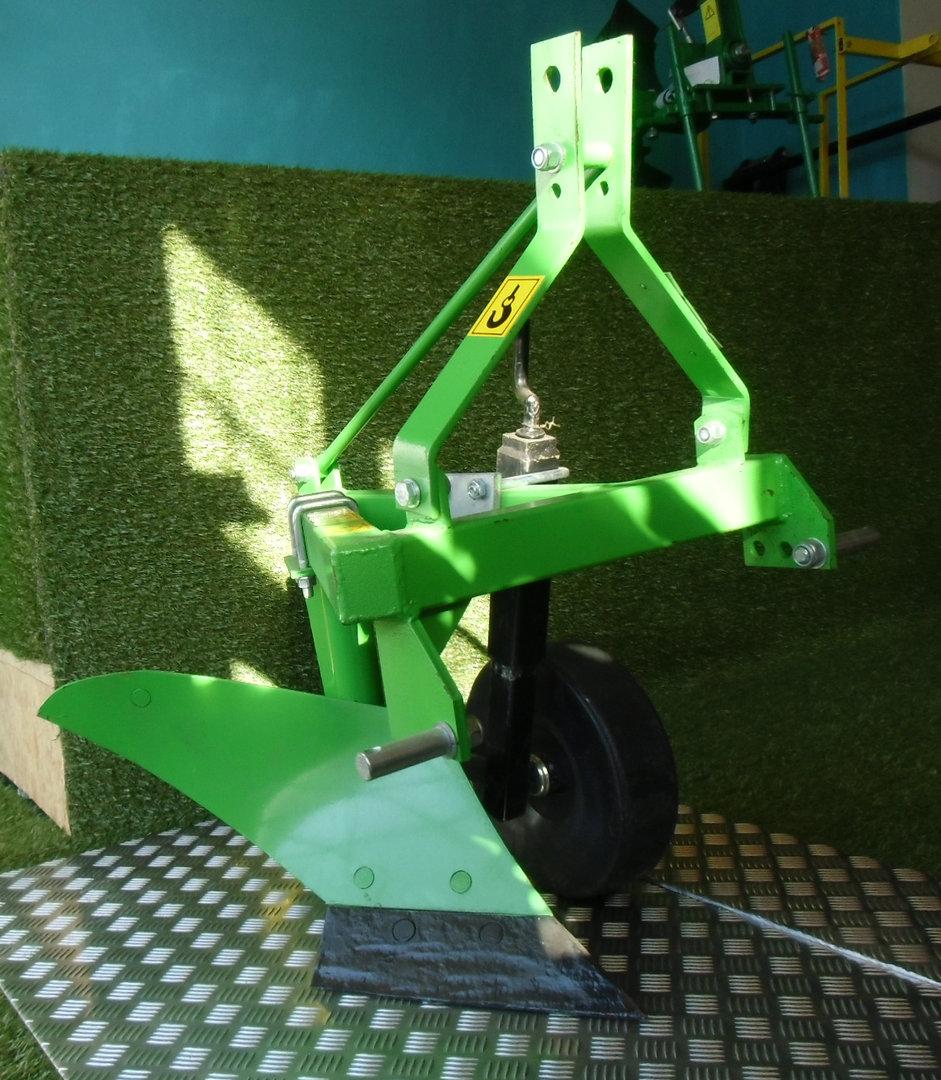 vermietung einschar pflug ohne traktor ats wollin. Black Bedroom Furniture Sets. Home Design Ideas